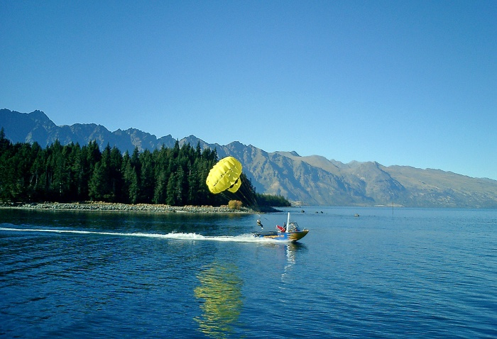 Parascending on Lake Wakatipu Queenstown NZ