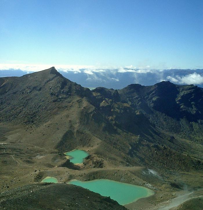 Tongariro Crossing - New Zealand - emerald lakes