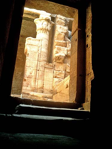 travel-photo-egypt-nile-cruise-photos-by-david-j-rodger edfu temple mysterious doorway