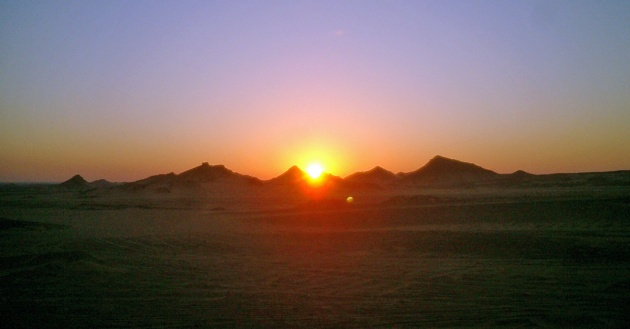 travel-photo-egypt-nile-cruise-photos-by-david-j-rodger sunrise over the sahara desert