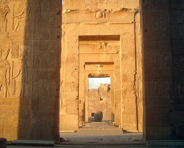travel-photo-egypt-nile-cruise-photos-by-david-j-rodger Temple at Kom Ombo - gazing through doorways to the gods