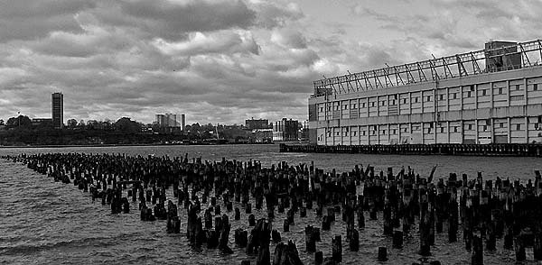 New York - travel photo - Manhattan docks