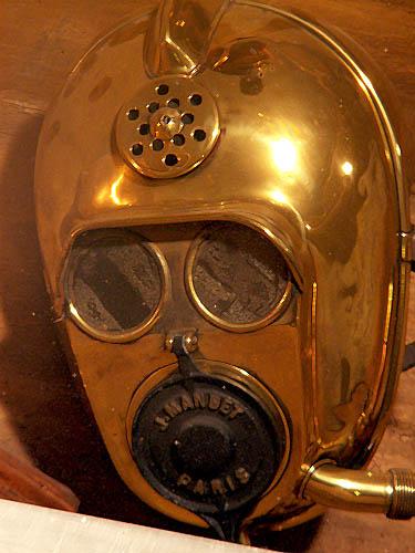 travel-photo-bruges-brass-face-mask-for-fermentation-tank-worker-looks-like-star-wars-c3po