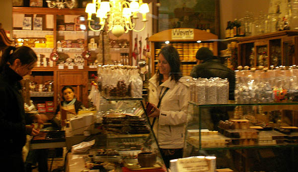travel-photo-bruges-chocolate-shop.