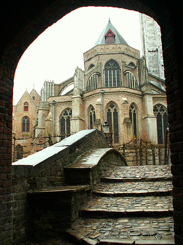 travel-photo-bruges-medieval-structures-in-the-rain