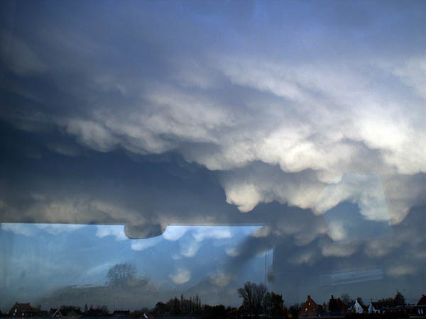 travel-photo-bruges-weird-strange-cloud-formations