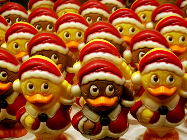 travel-photo-chocolate-ducks-santa-clause-bruges