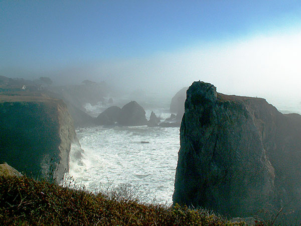 between-jenner-and-bodega-bay-insane-cliffs-and-fog