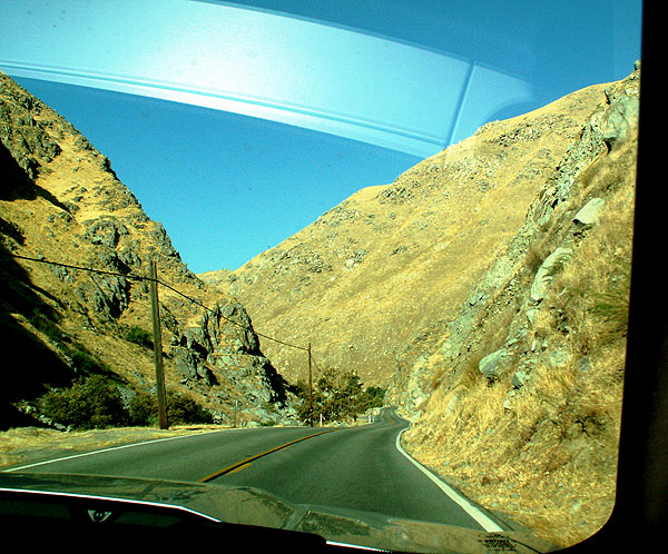 driving-east-away-from-bakersfield-towards-lake-isabella