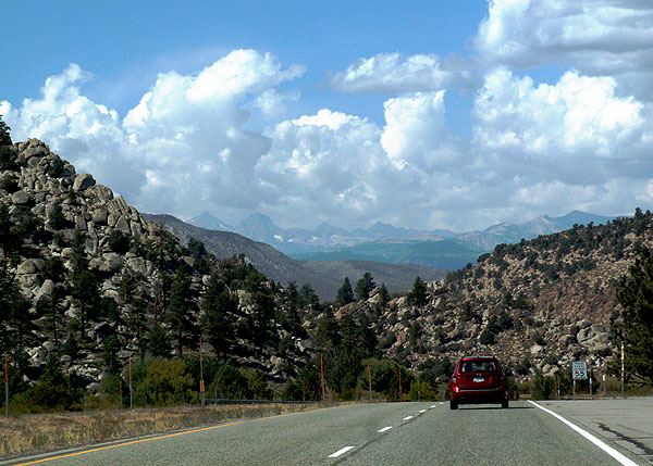 heading-north-along-the-395-beyond-lone-pine-big-pine-and-bishop-california
