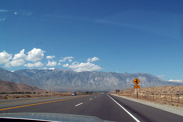 heading-north-along-the-395-beyond-lone-pine-big-pine-and-bishop