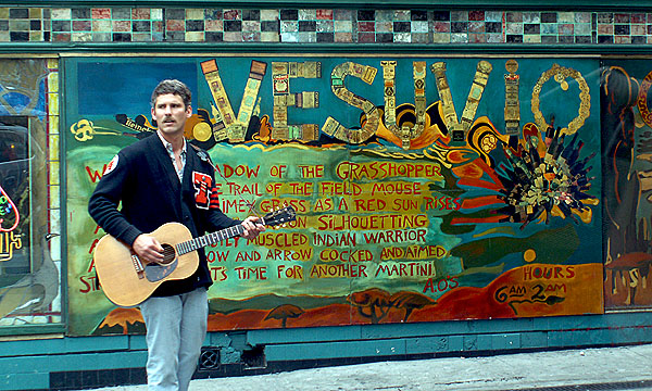 san-francisco-busker-outside-vesuvios