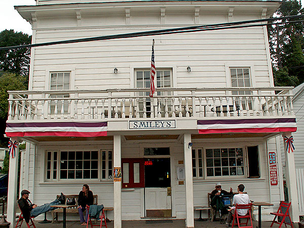 smileys-bar-in-bolinas-california