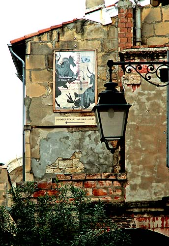 arles-south-of-france-victorian-street-lamp-and-crumbling-tenement