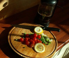 cherry-tomatos-on-chopping-board-lunch-in-jesus-mound