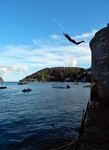 Dartmouth - young man leaps from ancient building into harbour