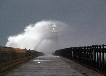 tynemouth-pier-hit-by-giant-wave