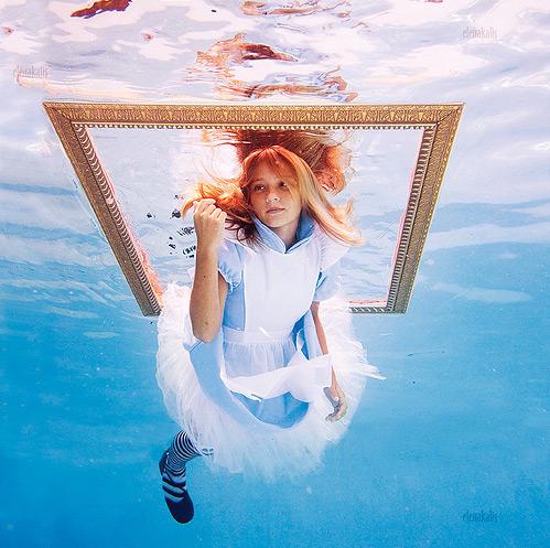 photography underwater alice in wonderland - by Elena Kalis