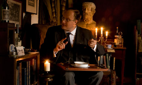 Robert Lloyd Parry reading ghost stories as M R James  - image Nunkie Theatre Company