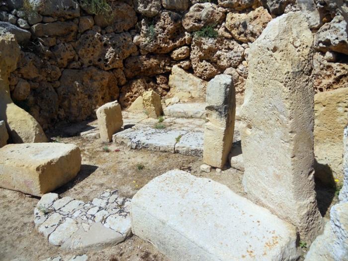 Malta Gozo - Ggantija Temples - a sacred altar