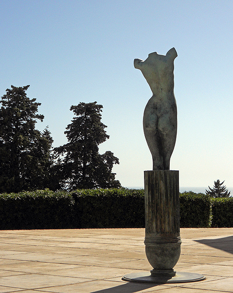 Photo statue of female form without arms - Sicily by David J Rodger