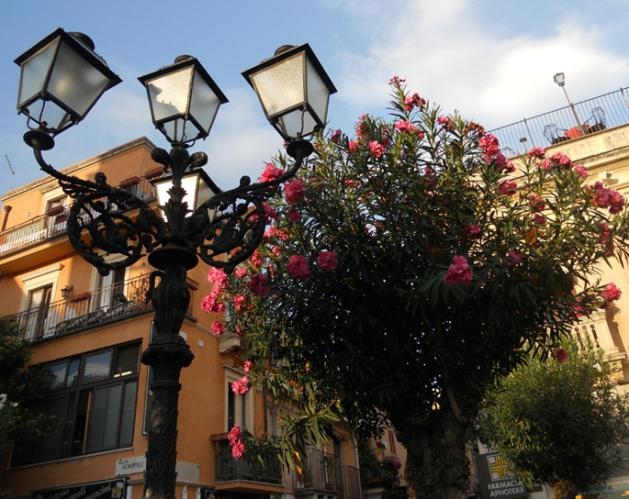 Travel photo - Sicily Taormina - Corso Umberto by David J Rodger