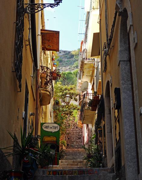 Travel photo Sicily - Taormina - side street of Corso Umberto by David J Rodger