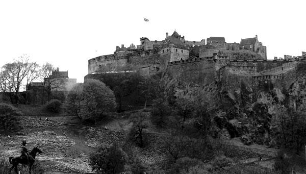 edinburgh-scotland-medieval-castle-city