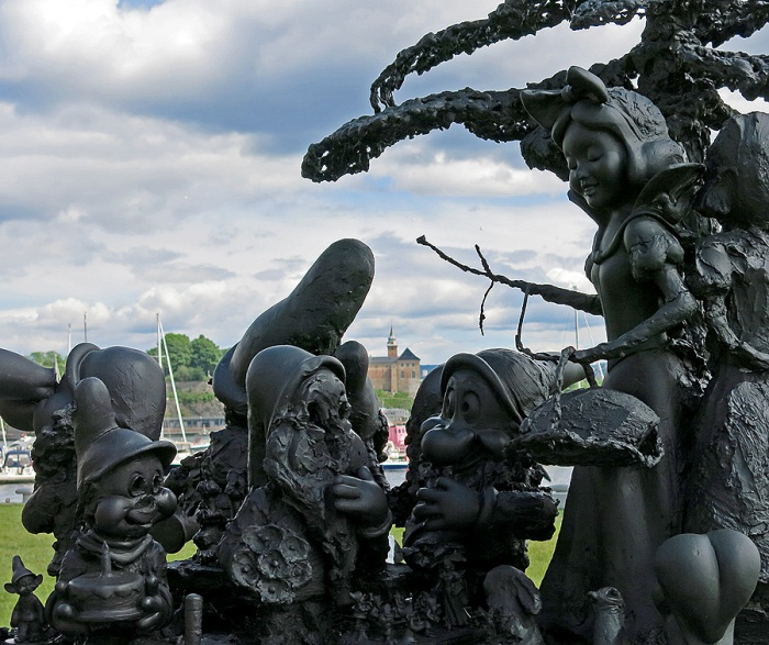 Alice in Bad Wonderland - Oslo - Outside Astrup Fearnley museum Copyright David J Rodger