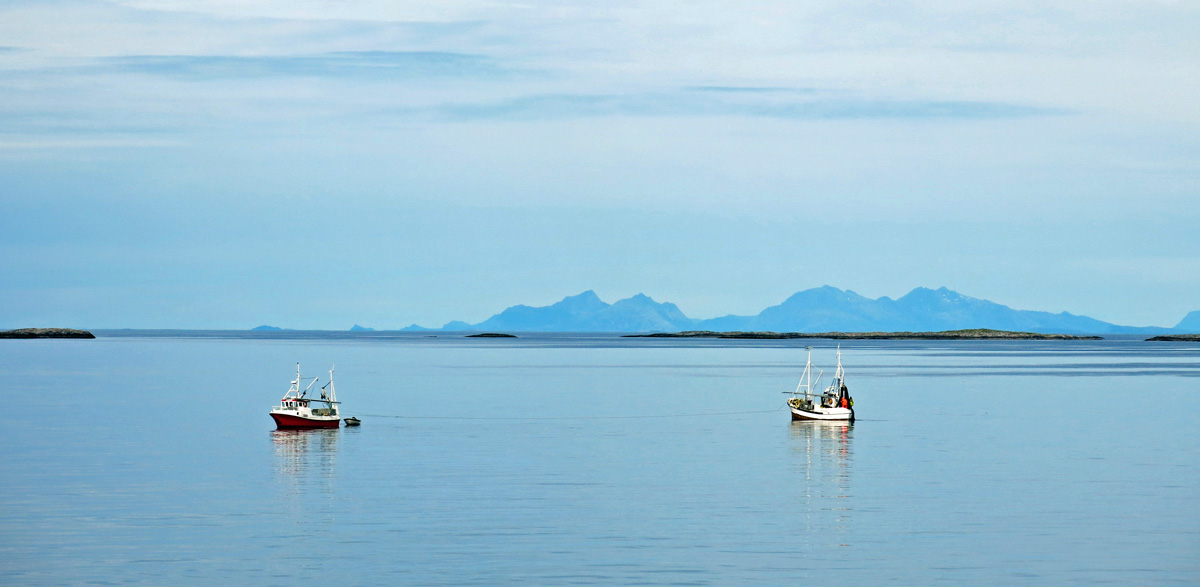Travel photo arctic circle norway fishing boats heading for Circle fishing boat