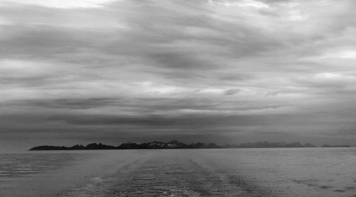travel photo arctic circle  Norway - Lofoten Islands from the sea image copyright David J Rodger