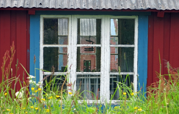 travel photo arctic circle  Norway - old window frame in red painted weatherboard rorbuer Å - image copyright David J Rodger