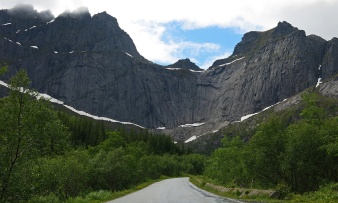 travel photo arctic circle Norway - the road to Nusfjord - image copyright David J Rodger