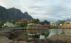 travel-photo-beautiful-svolvaer-in-the-midnight-sun-norway-copyright-david-j-rodger