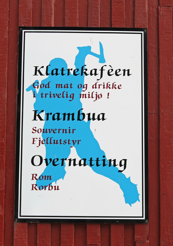travel photo Henningsvaer arctic circle norway - Klatrekafeem Krambua Overnatting
