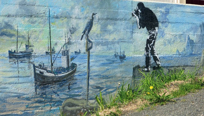 travel photo Henningsvaer arctic circle norway - painted house and graffiti by mr hmm  - image copyright David J Rodger