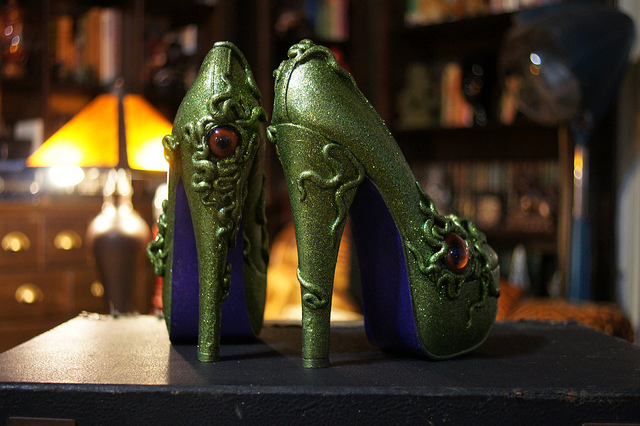 Custom Cthulhu Pumps heels to die for - or just lose your soul and sanity