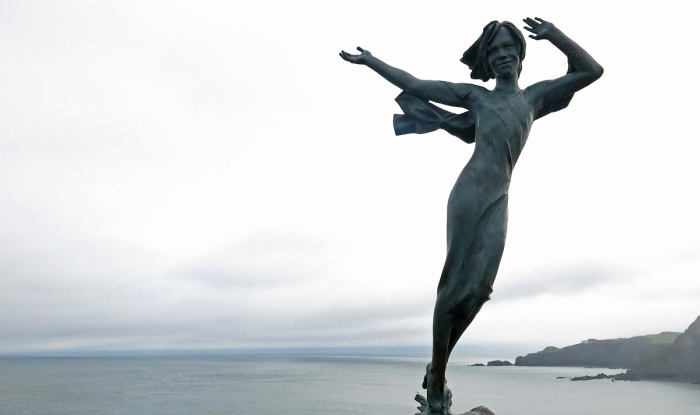 Travel Photo England Devon Ilfracombe by David J Rodger - statue of woman smiling and welcoming the winds