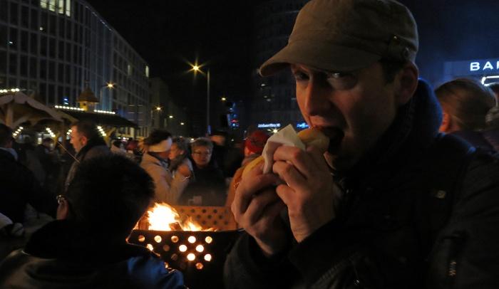 Potsdamer Platz - Berlin - Djr eating a wurst