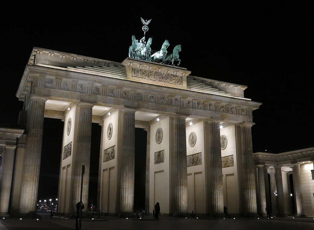 brandenburg gate at night - photo #11