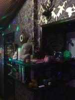 HIAB_X converts a garden shed into creative batchelor pad or Man Cave ecclectic Bric-à-brac