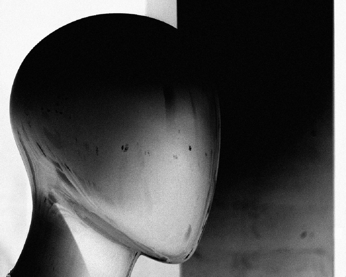 faceless humanoid