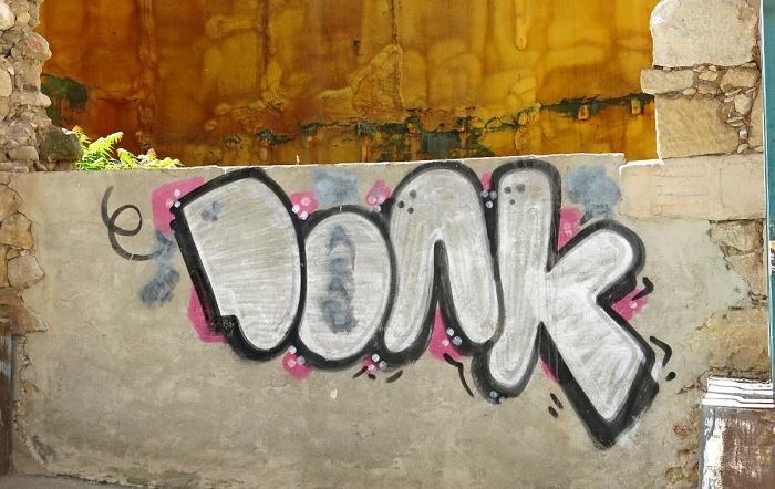 street art graffiti - Salamanca Spain -  DONK
