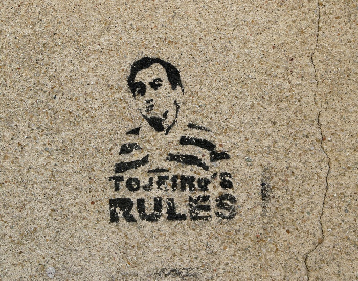 street art graffiti - Salamanca Spain -  tojeiro's rules