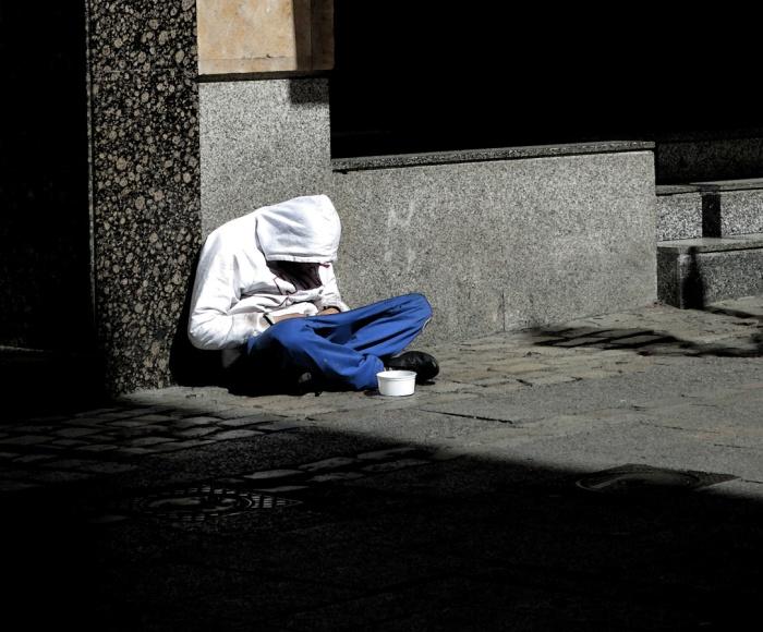 Travel photo - beggar and texting in Salamanca