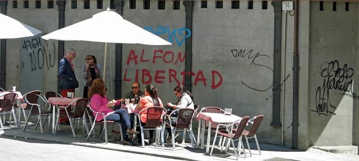 Travel photo Salamanca ugly eating