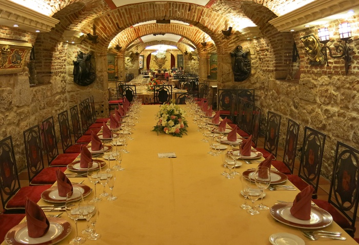 Valladolid - La Parrilla de San Lorenzo - eat fantastic meat in medieval catacombs