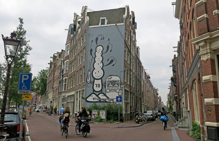 Amsterdam street scene - walking into the labyrinth of Jordaan district