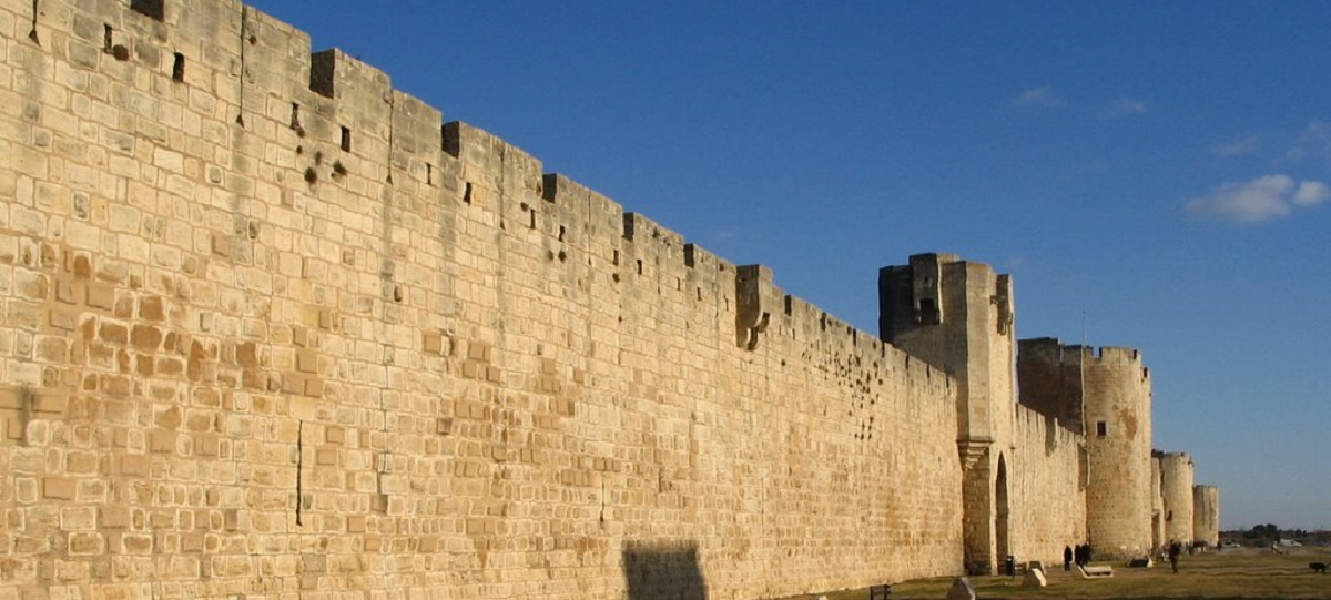 outside the walls of Aigues-Mortes perfect protection from the Yellow Dawn infection