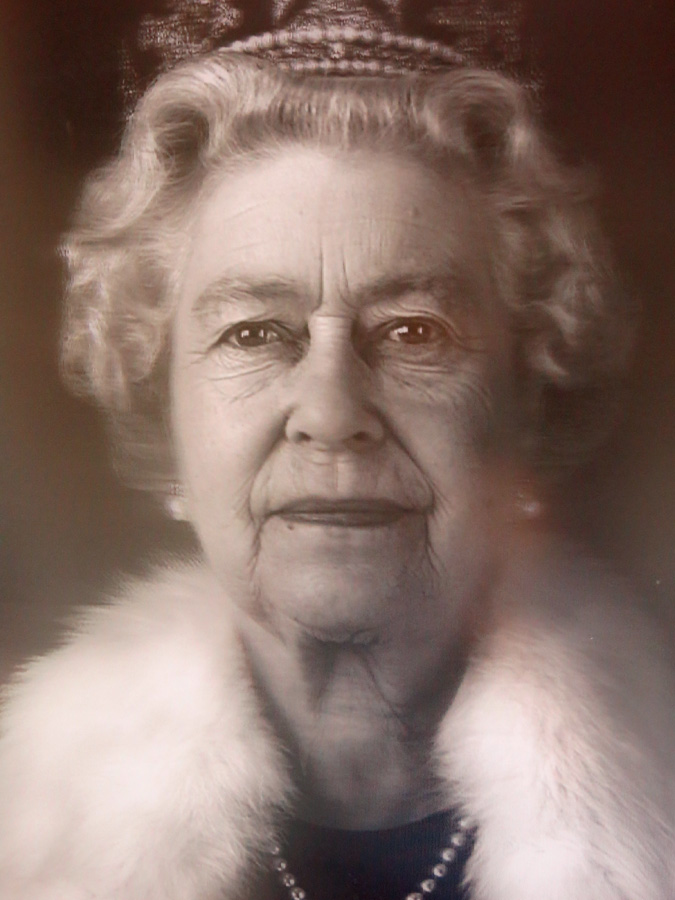 Her Majesty Queen Elizabeth II photo of 3D optical painting in a mansion house in Notting Hill